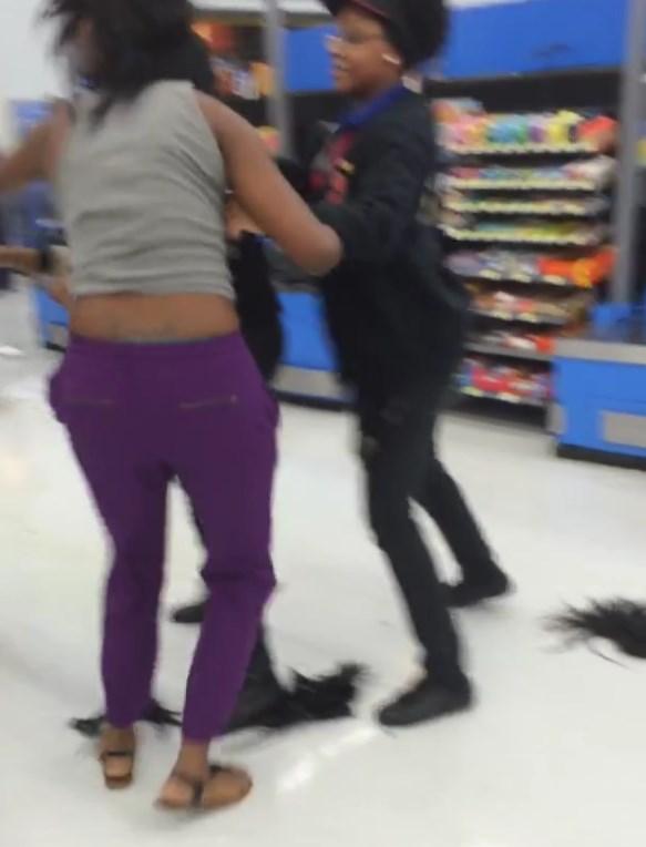 Video:  Fight at #Pineville Walmart   #CenLa   #Louisiana (1/2)